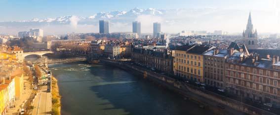 vue centre ville Grenoble vers montagnes