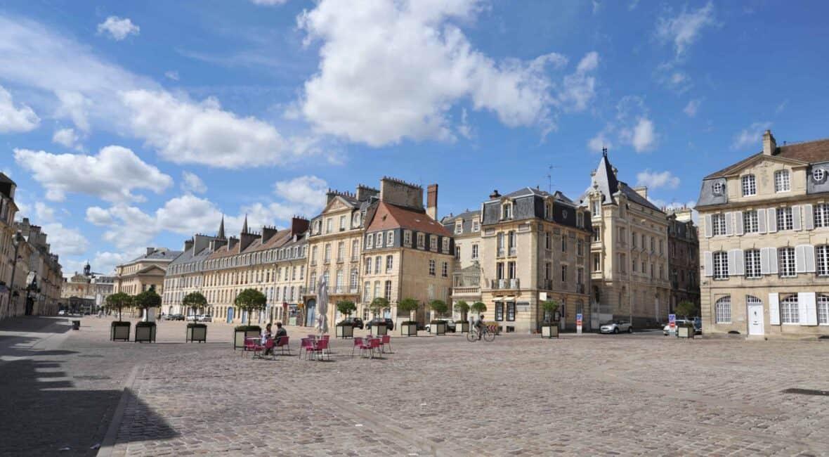 Vue d'une place du centre ville de Caen